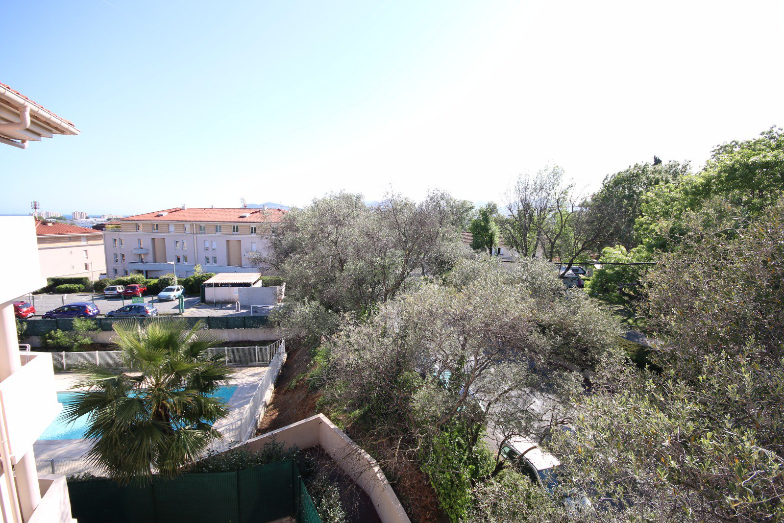 Cannes-la-Bocca: 3 rooms with large terrace on the last floor