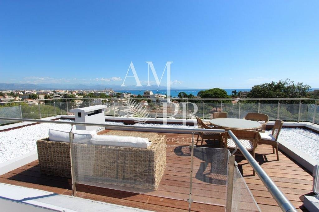 Wonderful villa with breathtaking view over the sea at the edge of Cap d'Antibes
