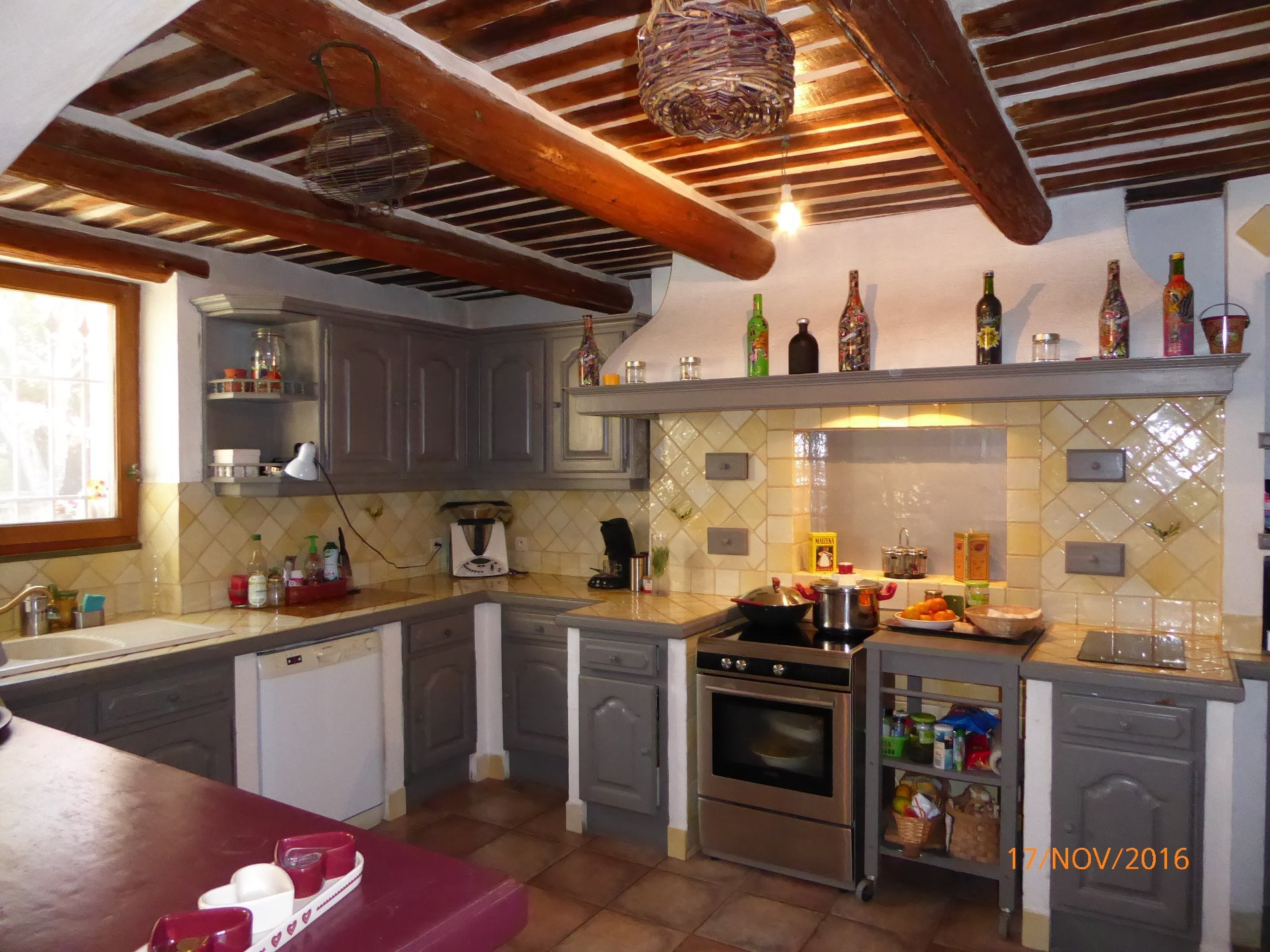 SAINT-REMY 10mn Mas completely renovated with guard house currently rented. Pool, pool house, MP