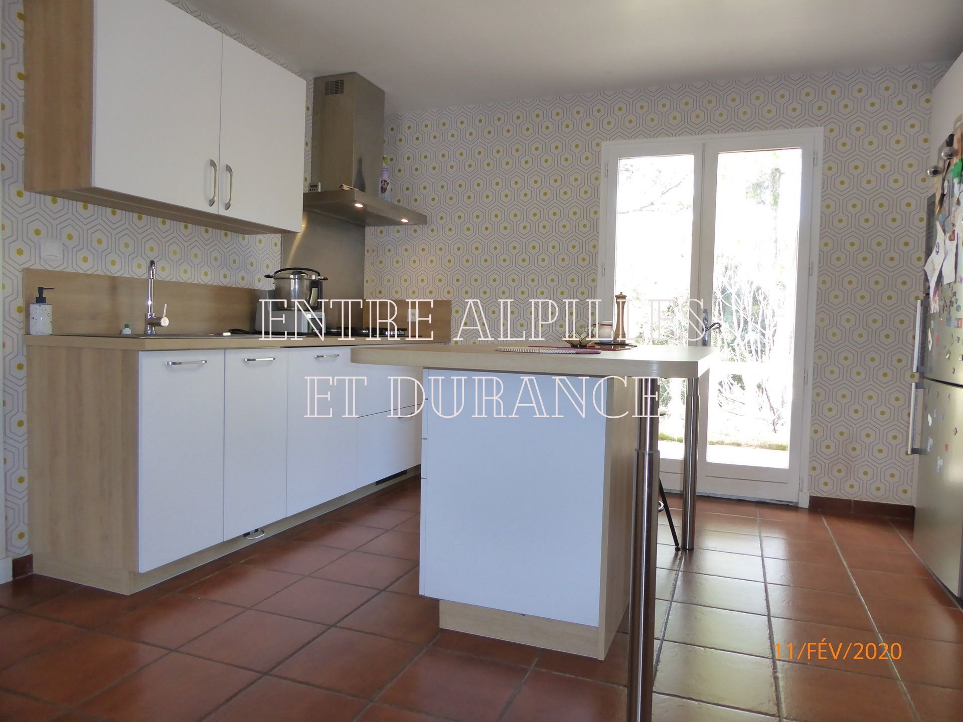 AVIGNON 5 km privileged area - PLAIN HOUSE VILLA 4 BEDROOM APARTMENT with GROUND of 2600