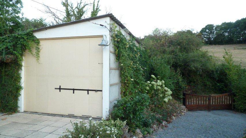 Karakteristiek natuurstenen huis in de Morvan Bourgogne