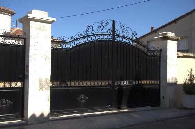 Maison de Maître sur 1 ha de parc à St. Claud  en Charente