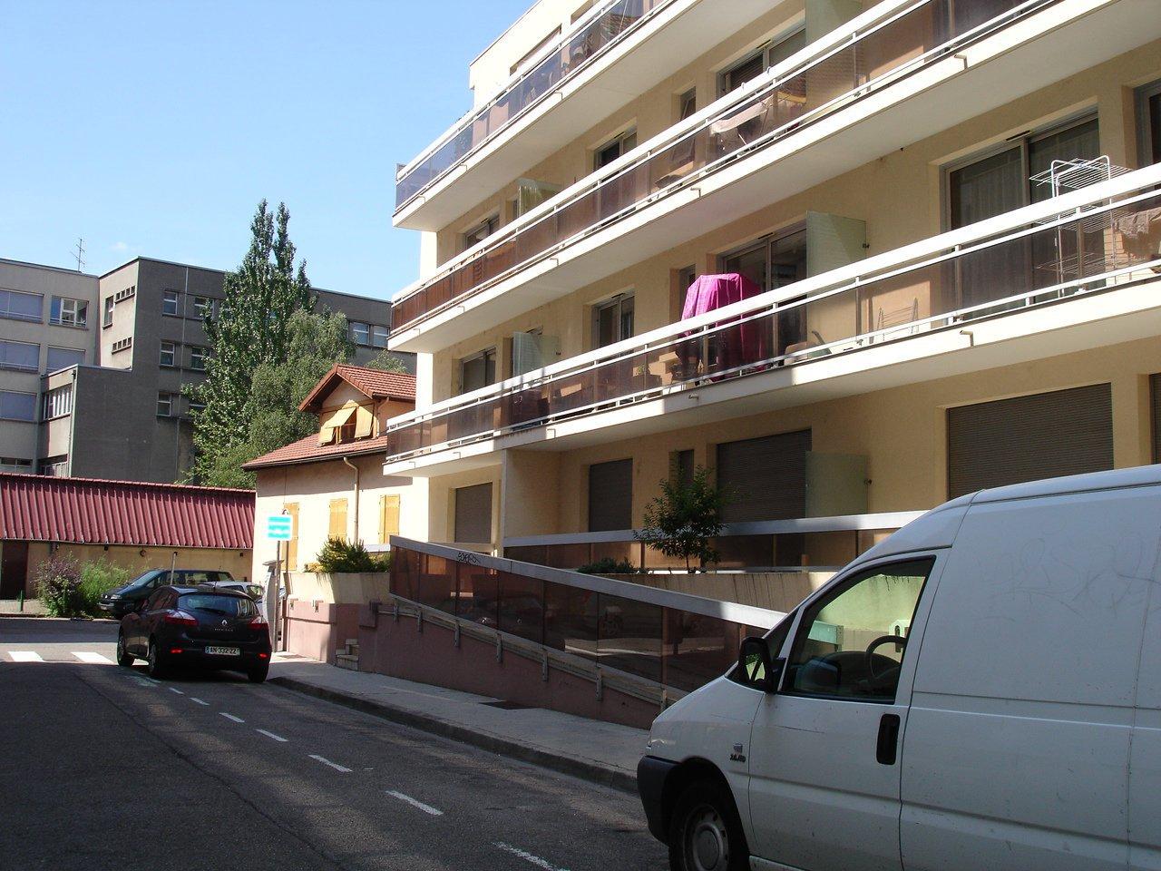 Rental Carpark - Grenoble Hyper-centre