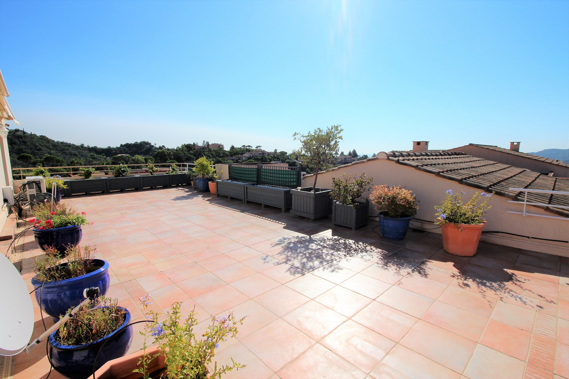 Mandelieu, 3 bedrooms apartement, penthouse, terrace of 100sqm.