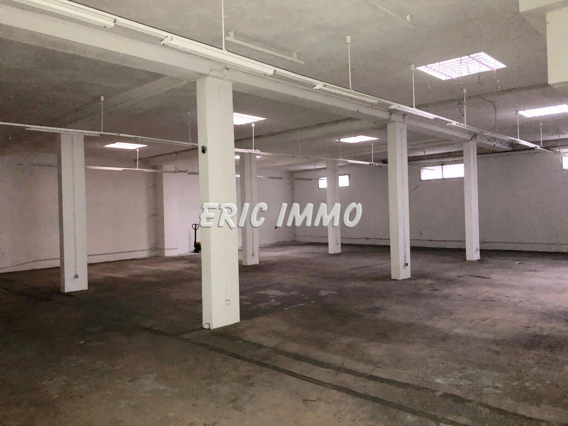 NICE MADELEINE. Location Local commercial 300m2
