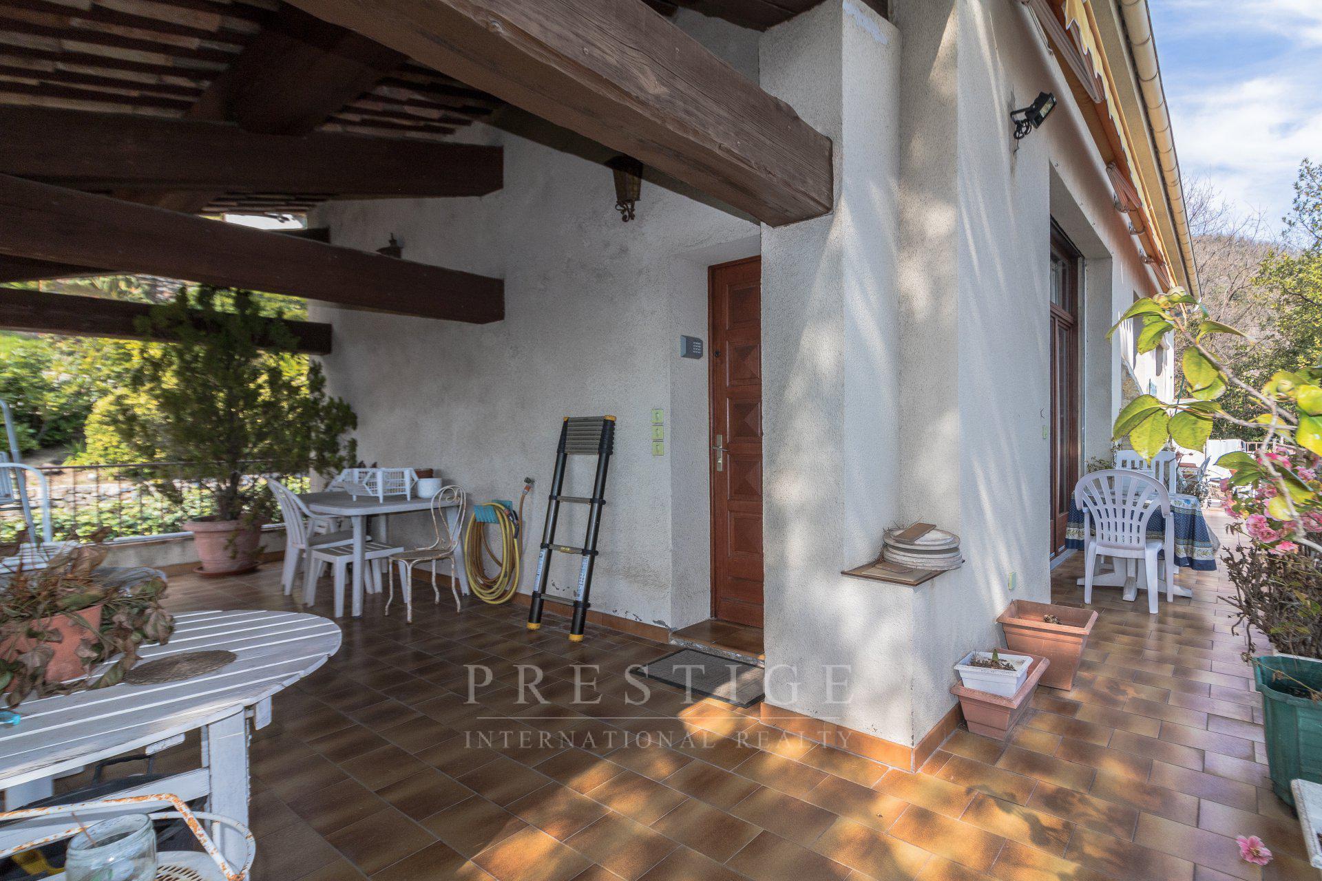 Magagnosc villa en viager libre, vue mer, garage