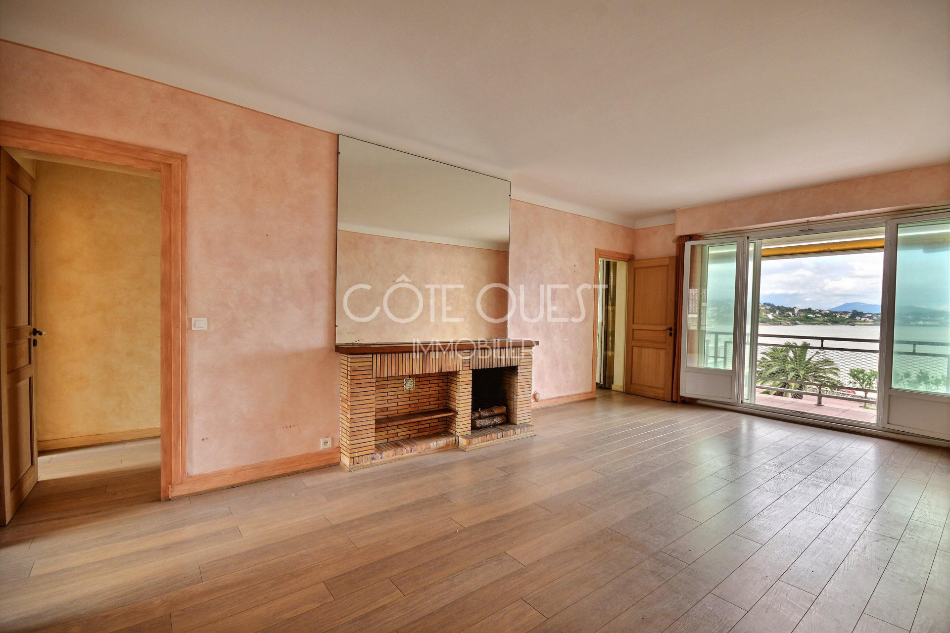 SAINT JEAN DE LUZ FOR SALE A 116 SQM APARTMENT ENJOYING AN OCEAN VIEW