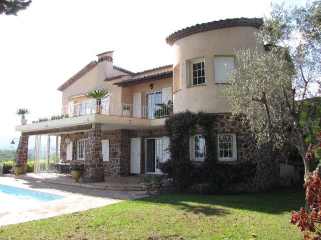 Villa te Mandelieu met zeezicht