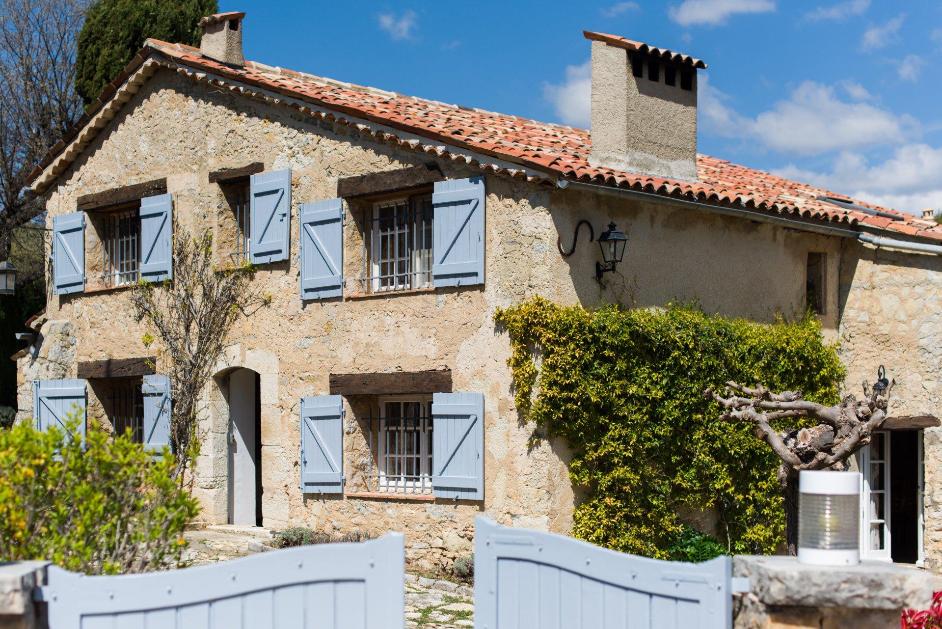 Fayence: propriété en pierre avec maison d'amis