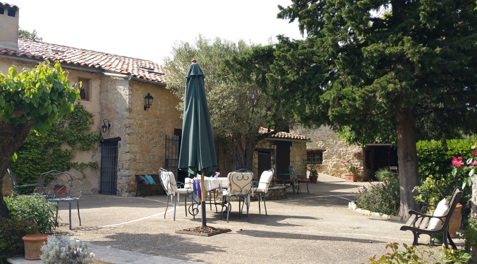 Fayence: old property 'en pierre' with guesthouse