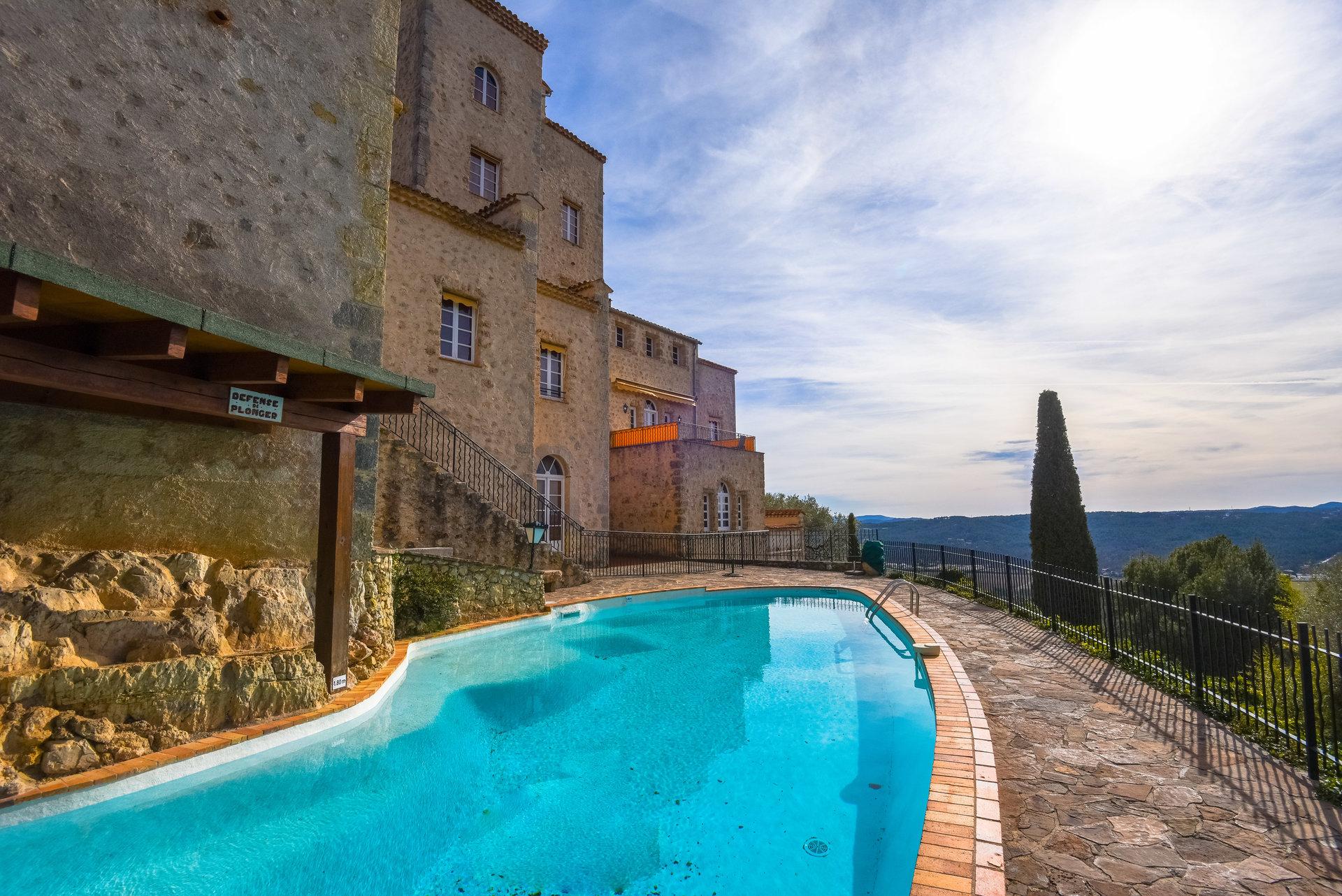 Tourrettes: appartement en rez de jardin avec vue panoramique