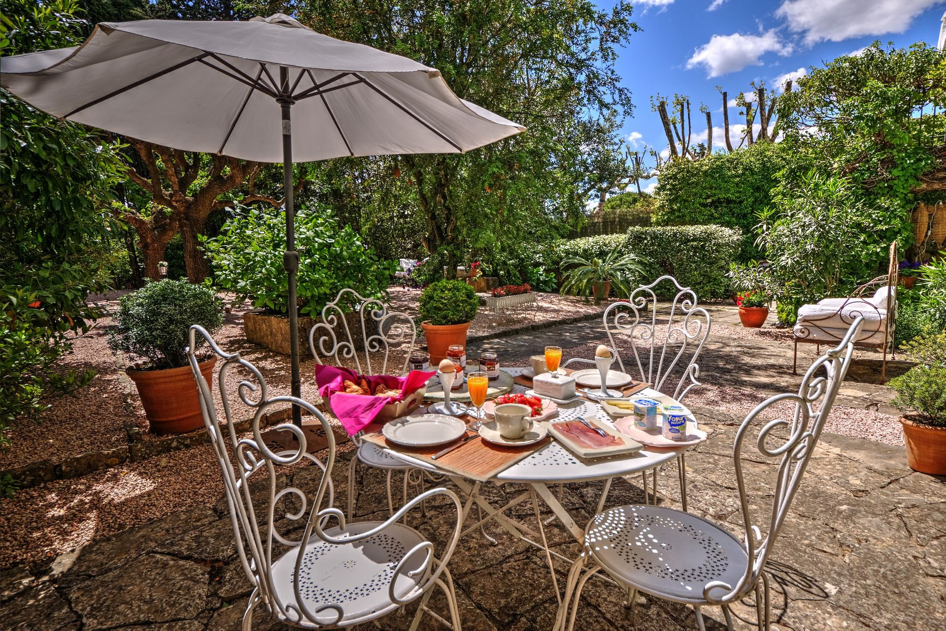 Breakfast in garden guest house with garden and pool Rocbaron, Var, Provence