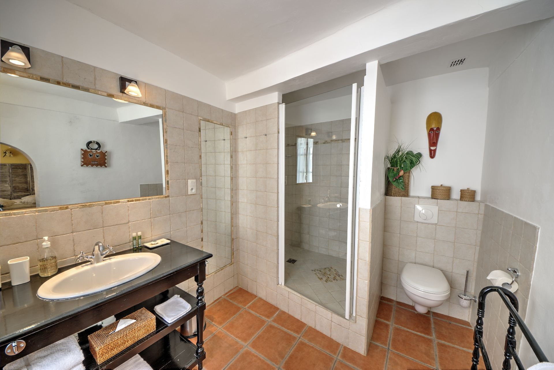 Bathroom Suite 4 of the guest house with garden and pool Rocbaron, Var, Provence