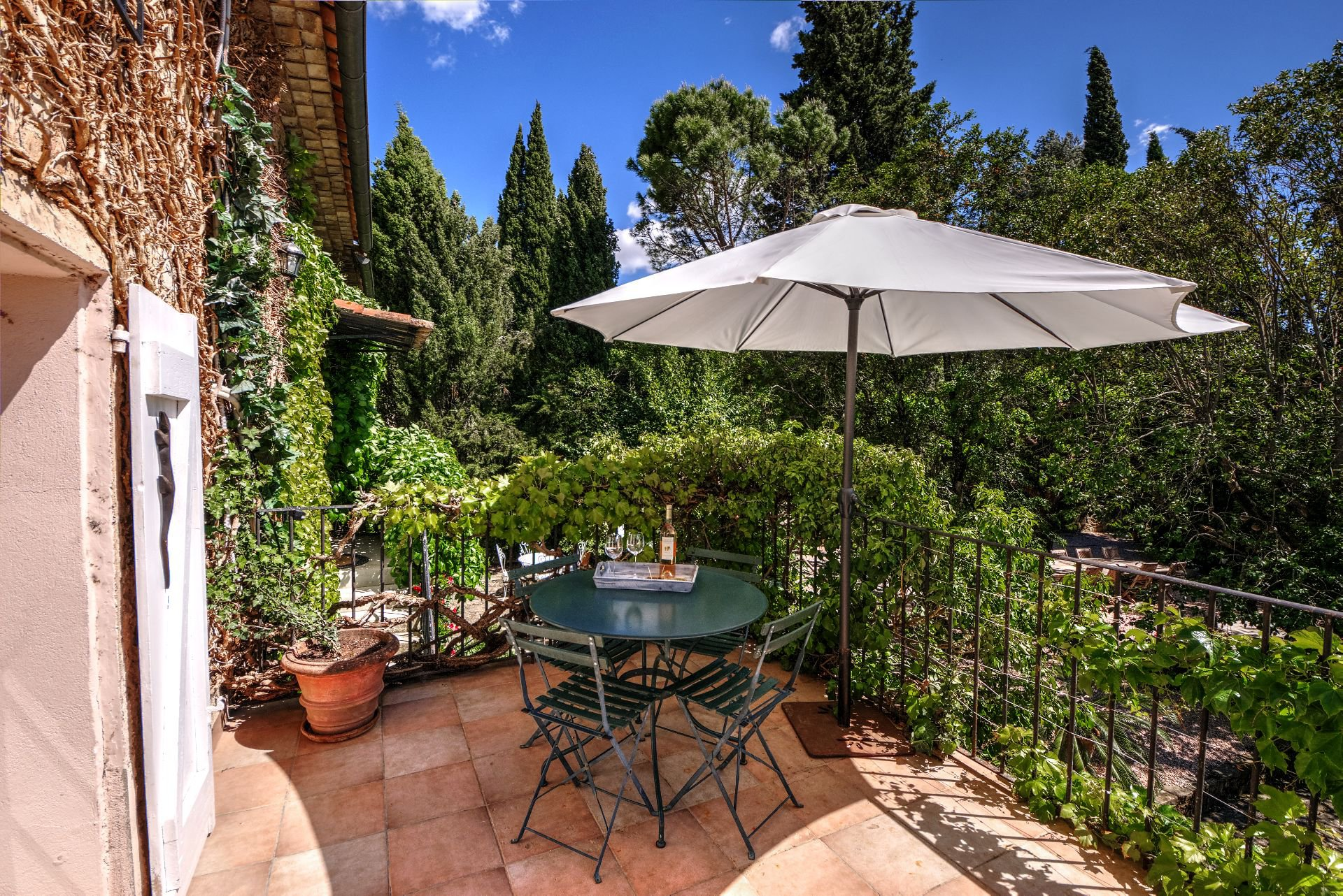 Terrace of a suite of guest house with garden and pool Rocbaron, Var, Provence