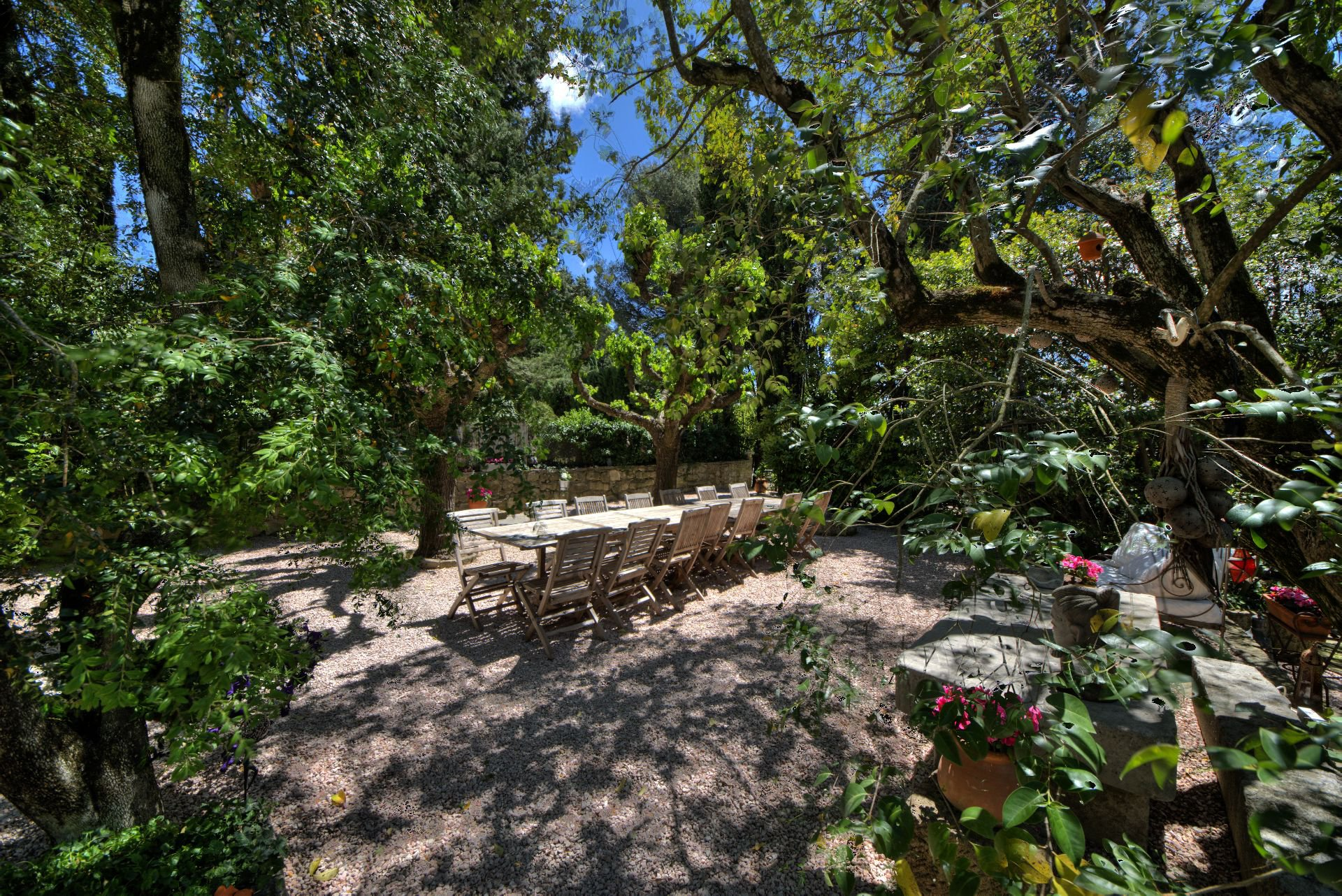 Garden view of the guest house with garden and pool Rocbaron, Var, Provence