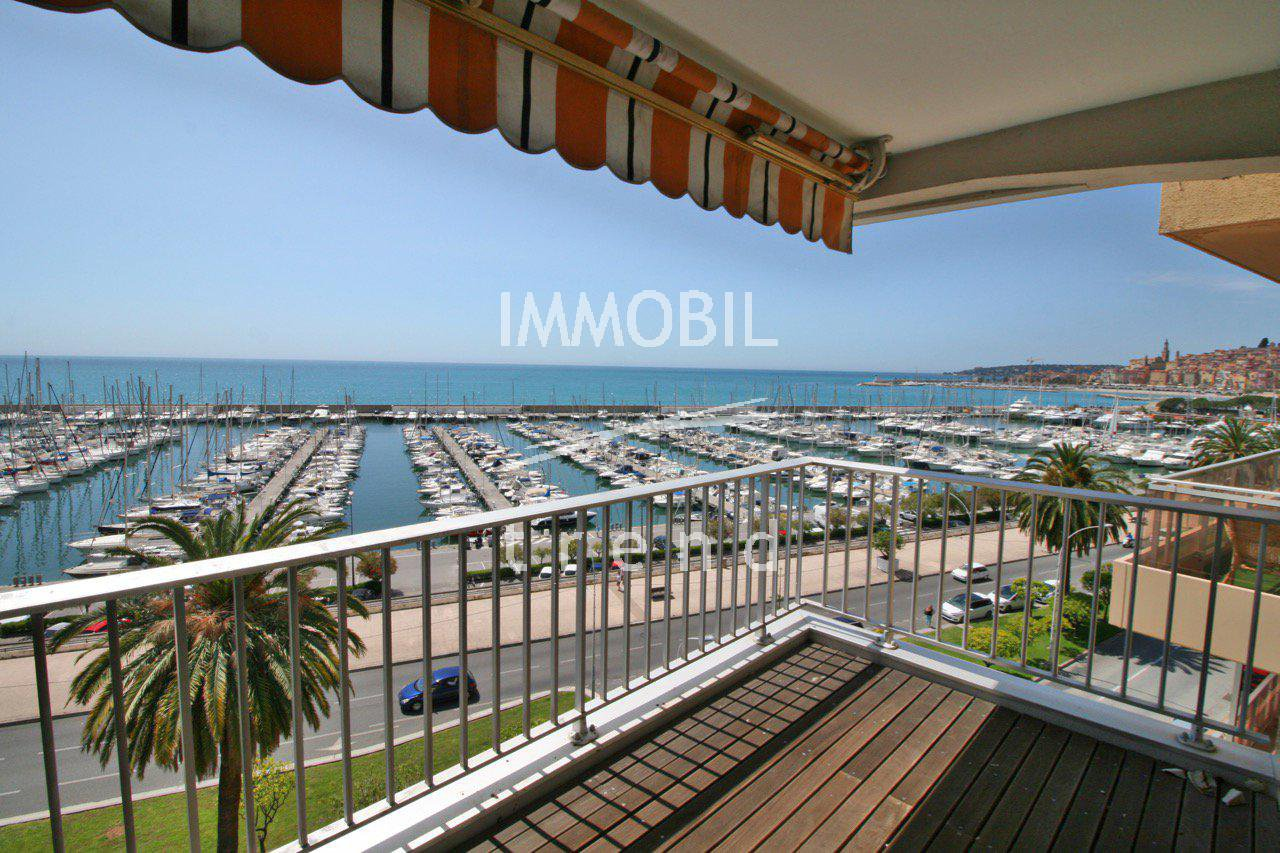Two bedroom flat with panoramic sea view in a seafront building