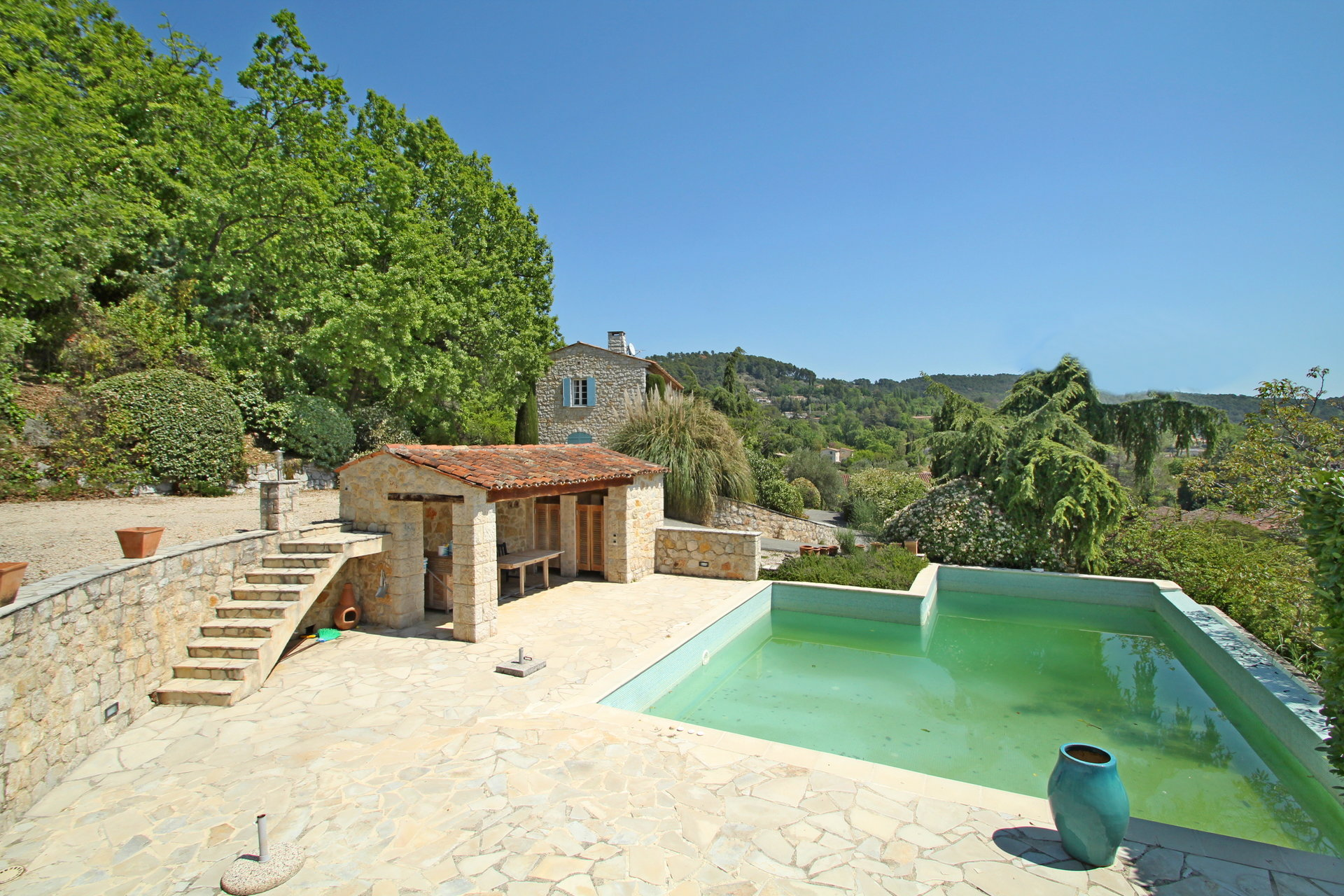 FAYENCE: country house built with old stones