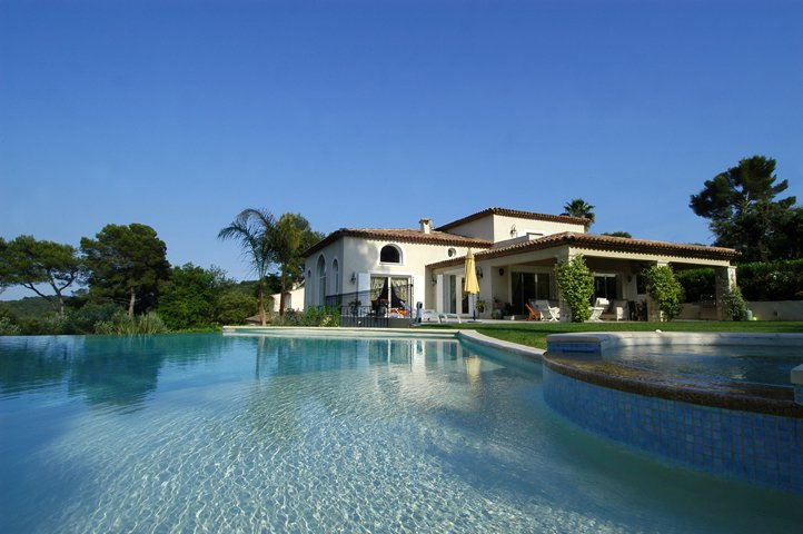 Sale/Purchase in Mougins  quiet and gated Domain