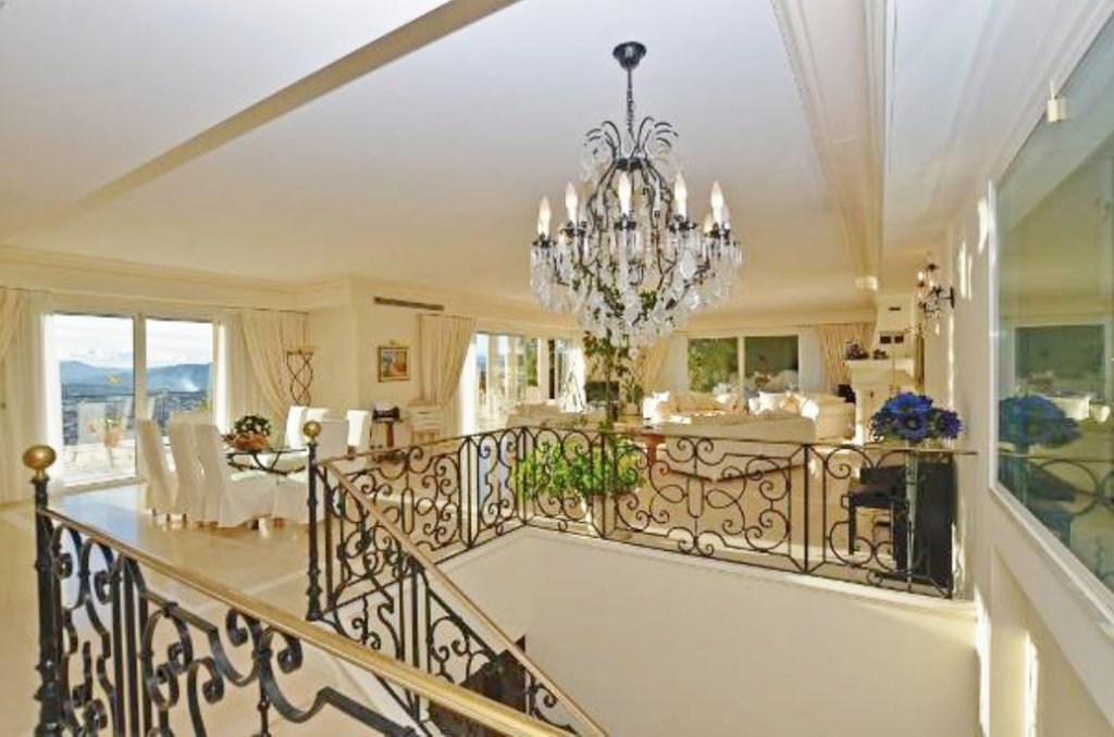 EXCEPTIONNAL PROPERTY WITH PANORAMIC SEA VIEW