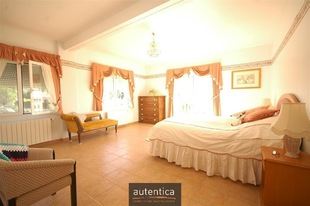 Finca Nita Elena, a spacious villa in a village