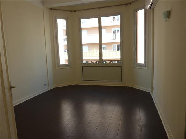 Professional lease, 2 rooms, City center