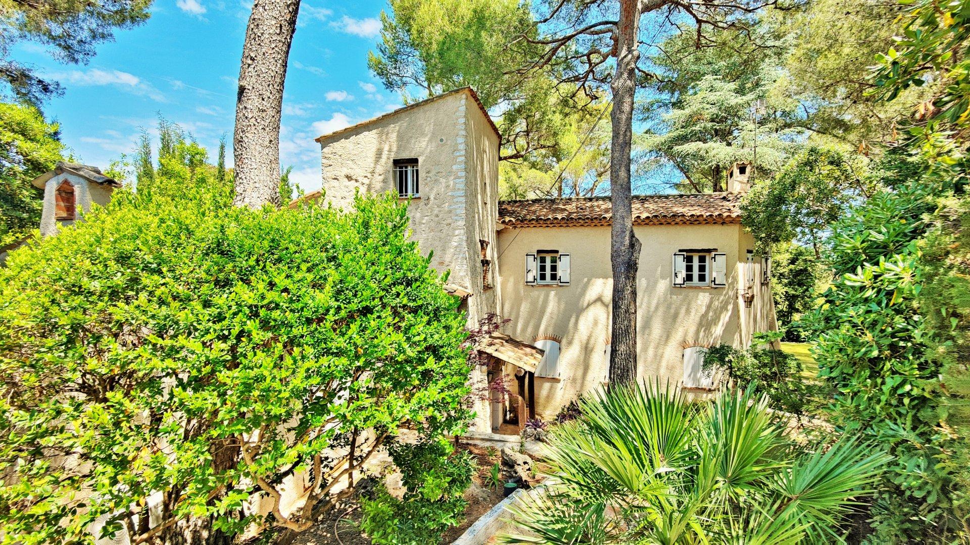 Cap Ferrat  - Charming neo-provençal villa in green and calm area