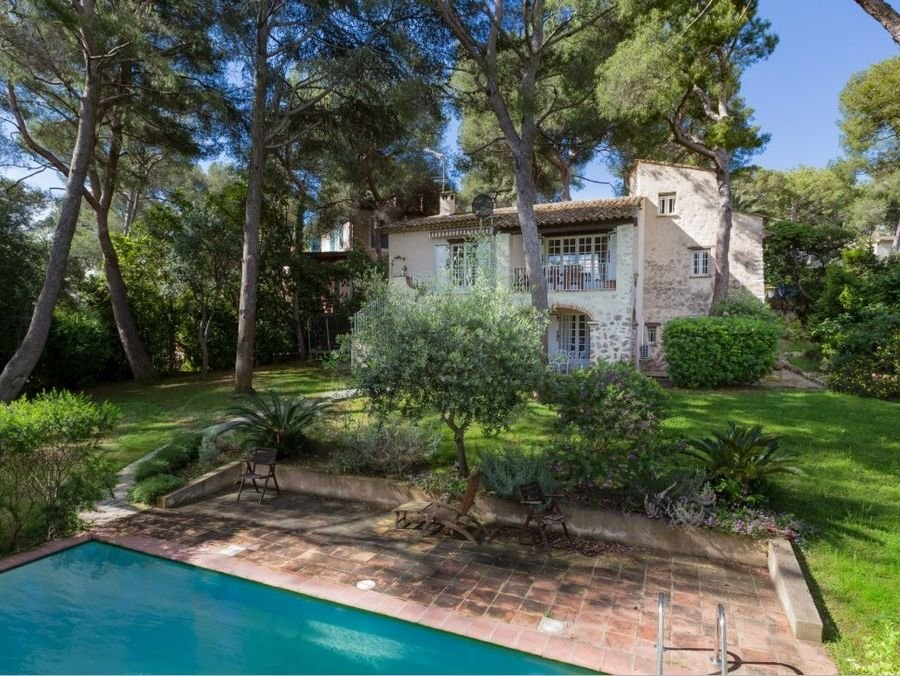 Cap Ferrat  - Charming neo-provençal villa in green and calm area
