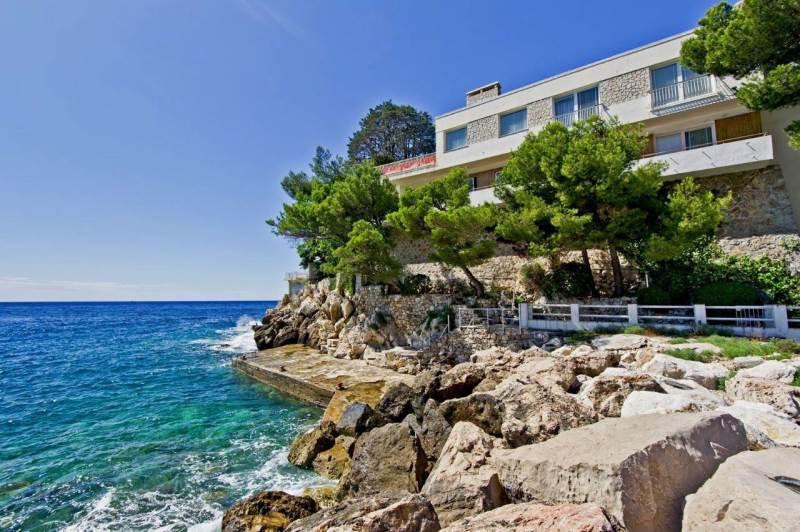 Entre Nice et Monaco - Emplacement unique pieds dans l'eau