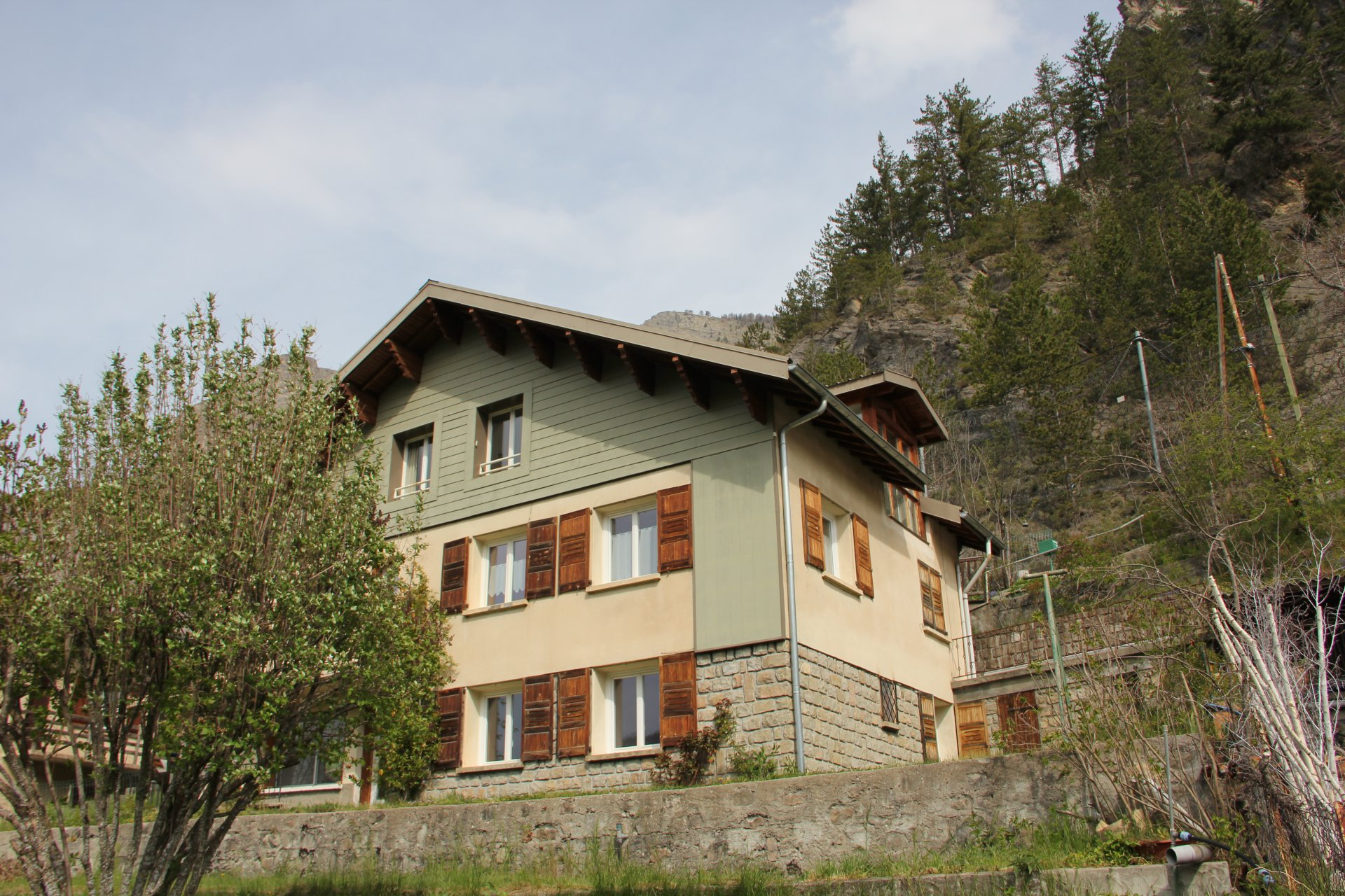 GRAND CHALET AVEC 3 APPARTEMENTS