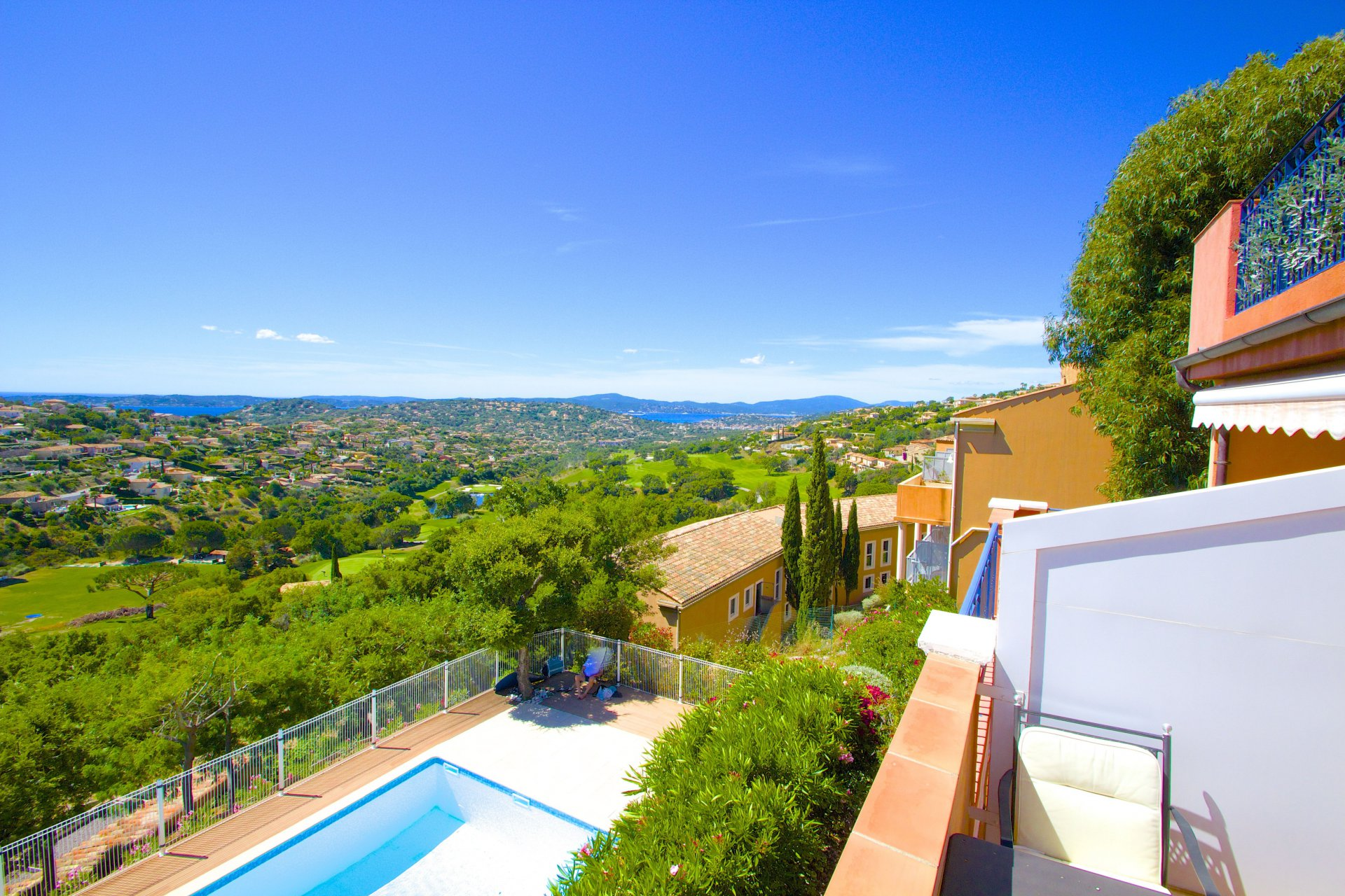 Sainte Maxime - sea-view apartment with 1/2 bedrooms & garage