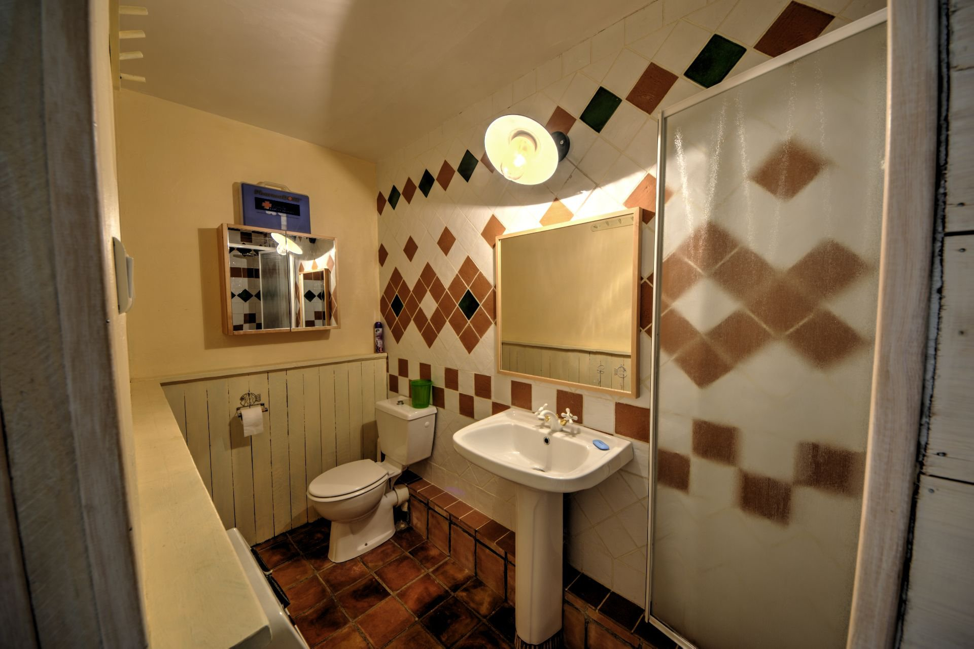 Salle de douche rdc de Maison à ossature bois HPE, 180 m², 5 ch, piscine, Aups, Var, Provence, Paca