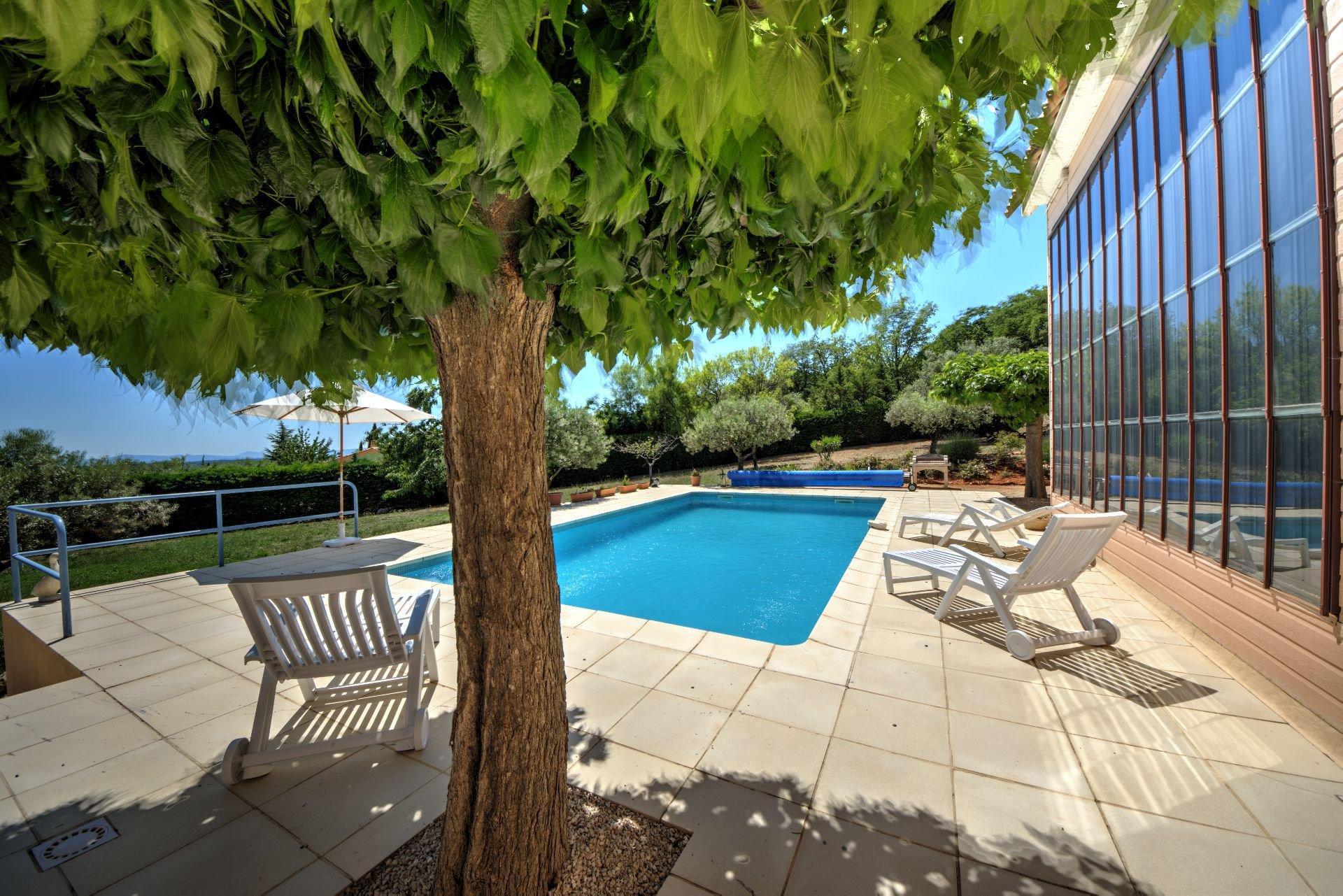 Panneaux solaires thermique de Maison à ossature bois HPE, 180 m², 5 ch, piscine, Aups, Var, Provence, Paca