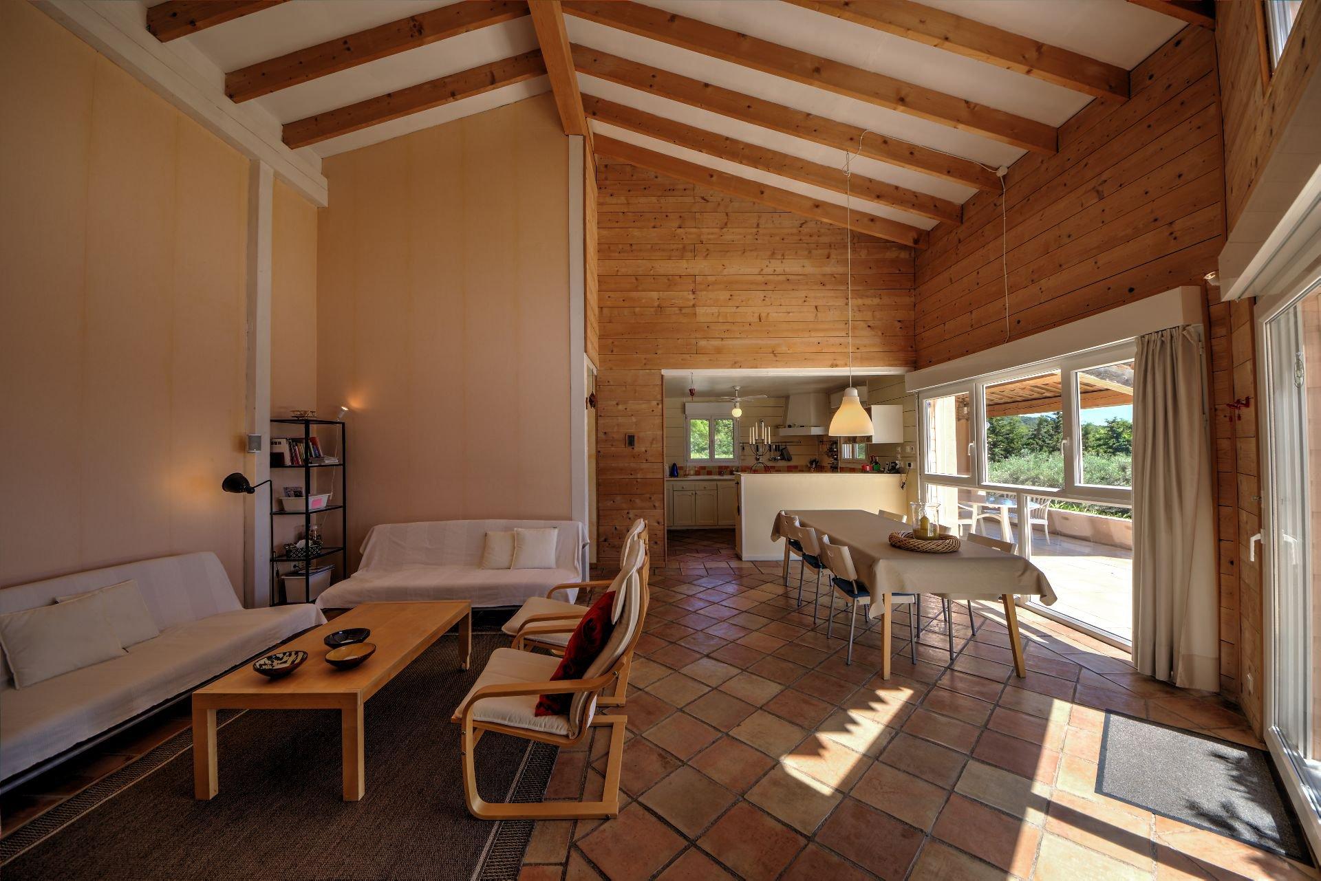 Vue cuisine Salon de Maison à ossature bois HPE, 180 m², 5 ch, piscine, Aups, Var, Provence, Paca