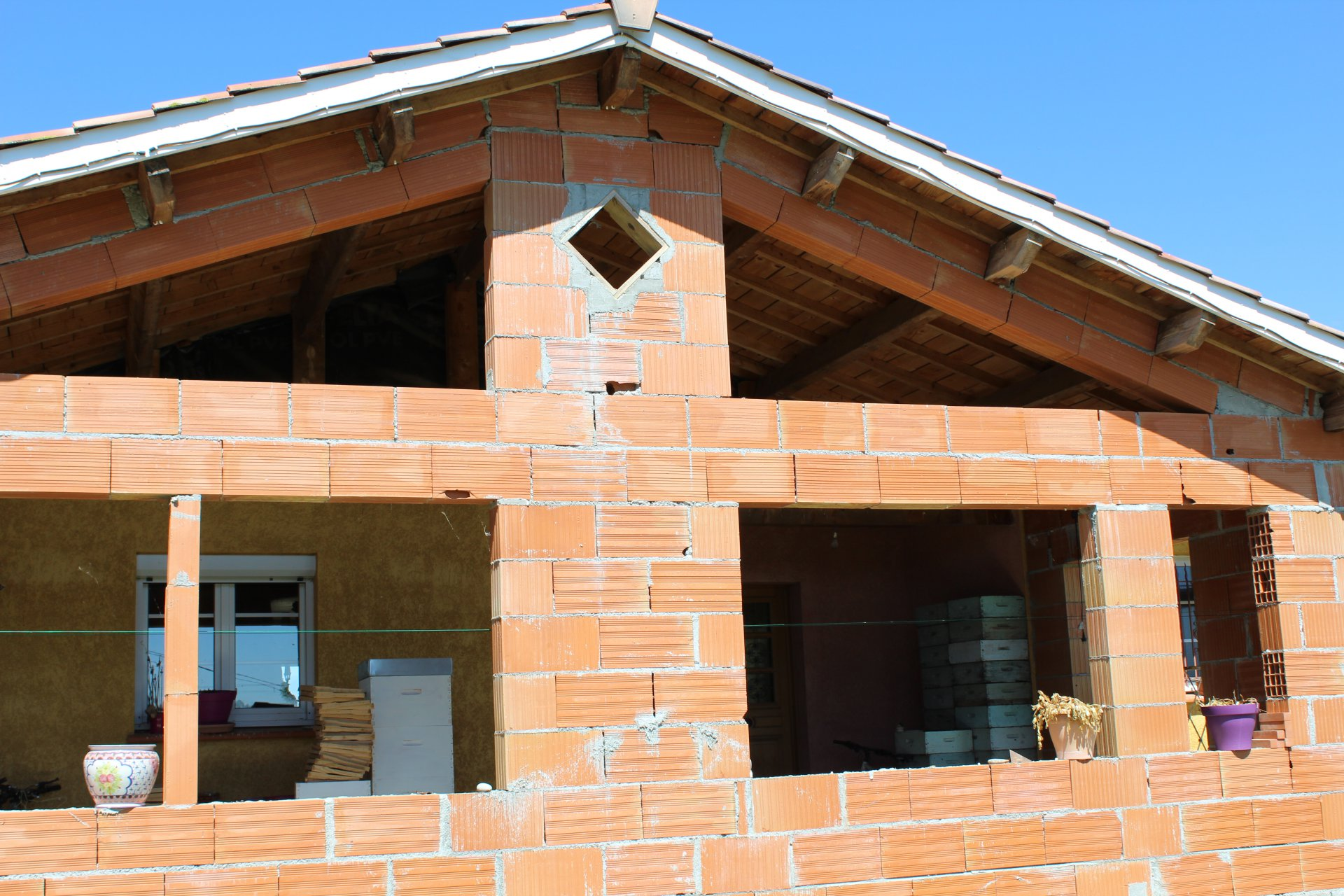 Recent villa with shed on 3860m² with Pyrenées view
