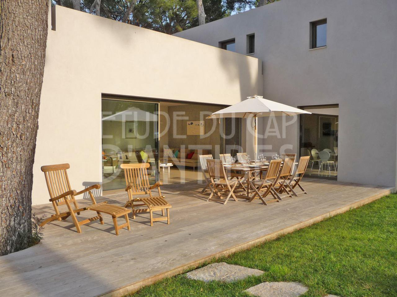Contemporary style villa to rent in Cap d'Antibes