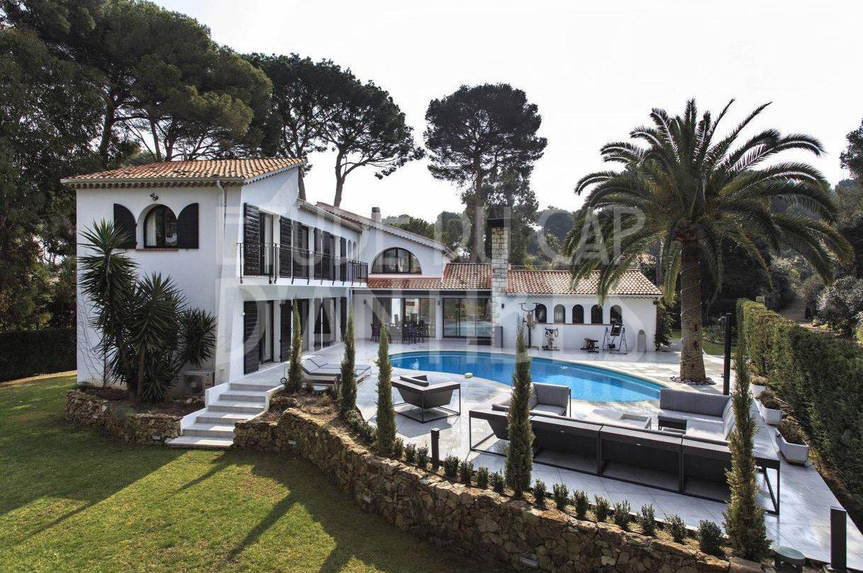 Au Cap d'Antibes - belle villa rénovée à louer