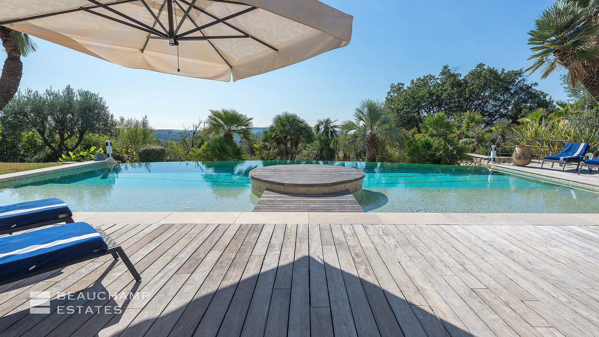 Stunning Domain 5 Bedroom in Mougins Sea View