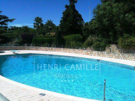 Studio au calme dans résidence avec piscine