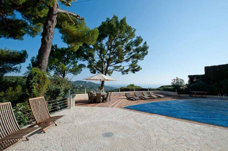 BEAUTIFUL NEO PROVENCAL VILLA RENOVATED WITH SEA VIEW