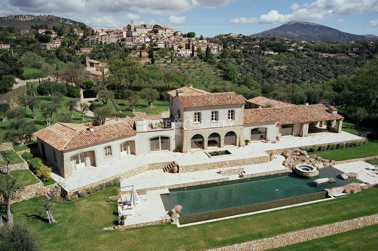 Villa for sale in Chateauneuf-de-Grasse, Cote d'Azur