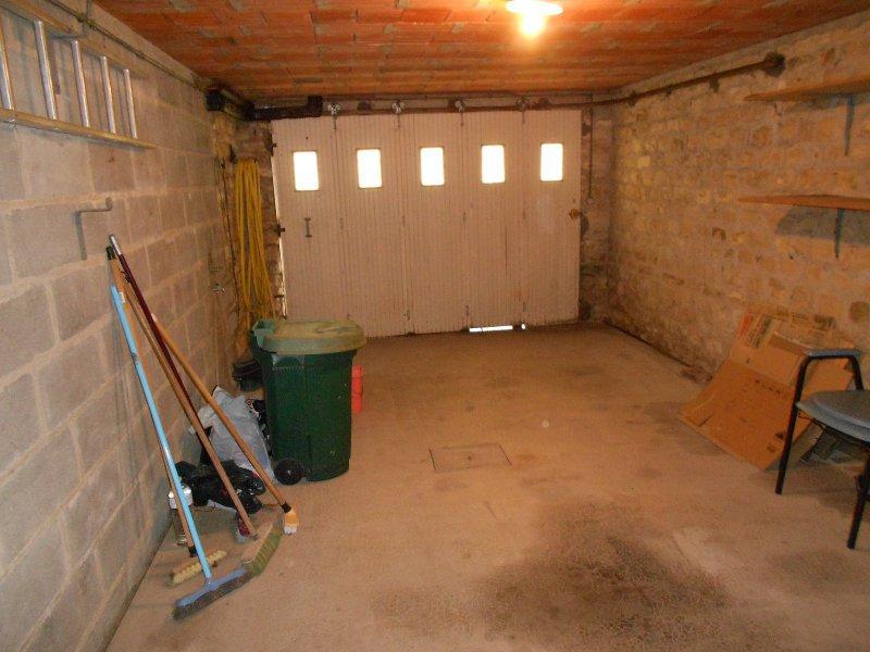 3502FPM - Maison avec sous sol à  -  20 mn Bourges
