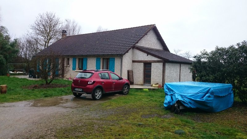 3341FPM - Single storey house in the town of Massay