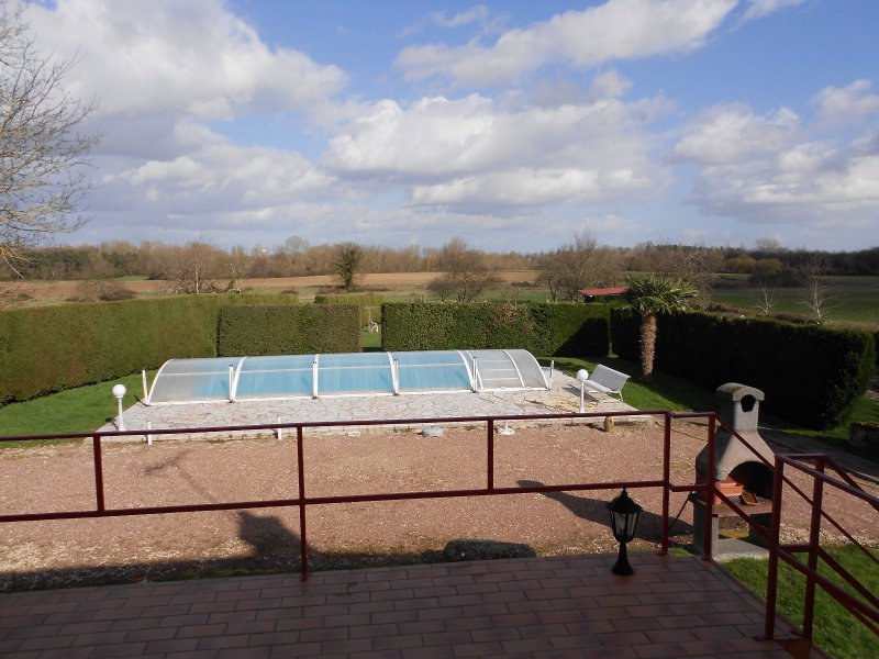 3330FPM - Beautiful country house with swimming pool, 5 minutes VIERZON