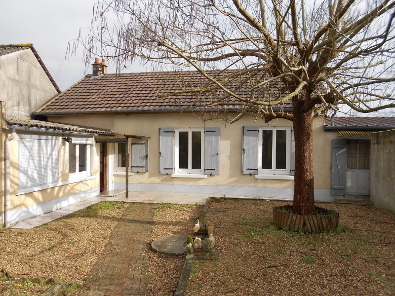 3291FPM - Small charming house in quiet neighborhood.