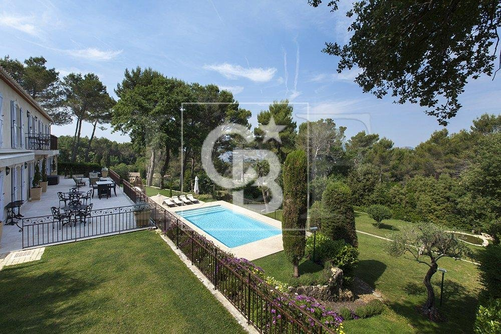 Stunning property close to the center of Mougins