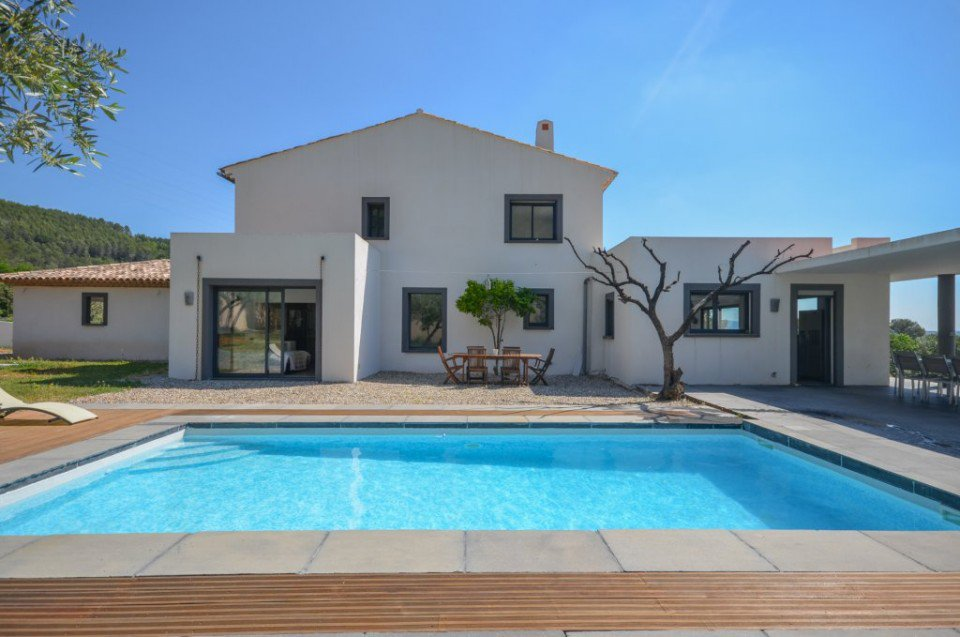 Superb villa with independent apartment and pool