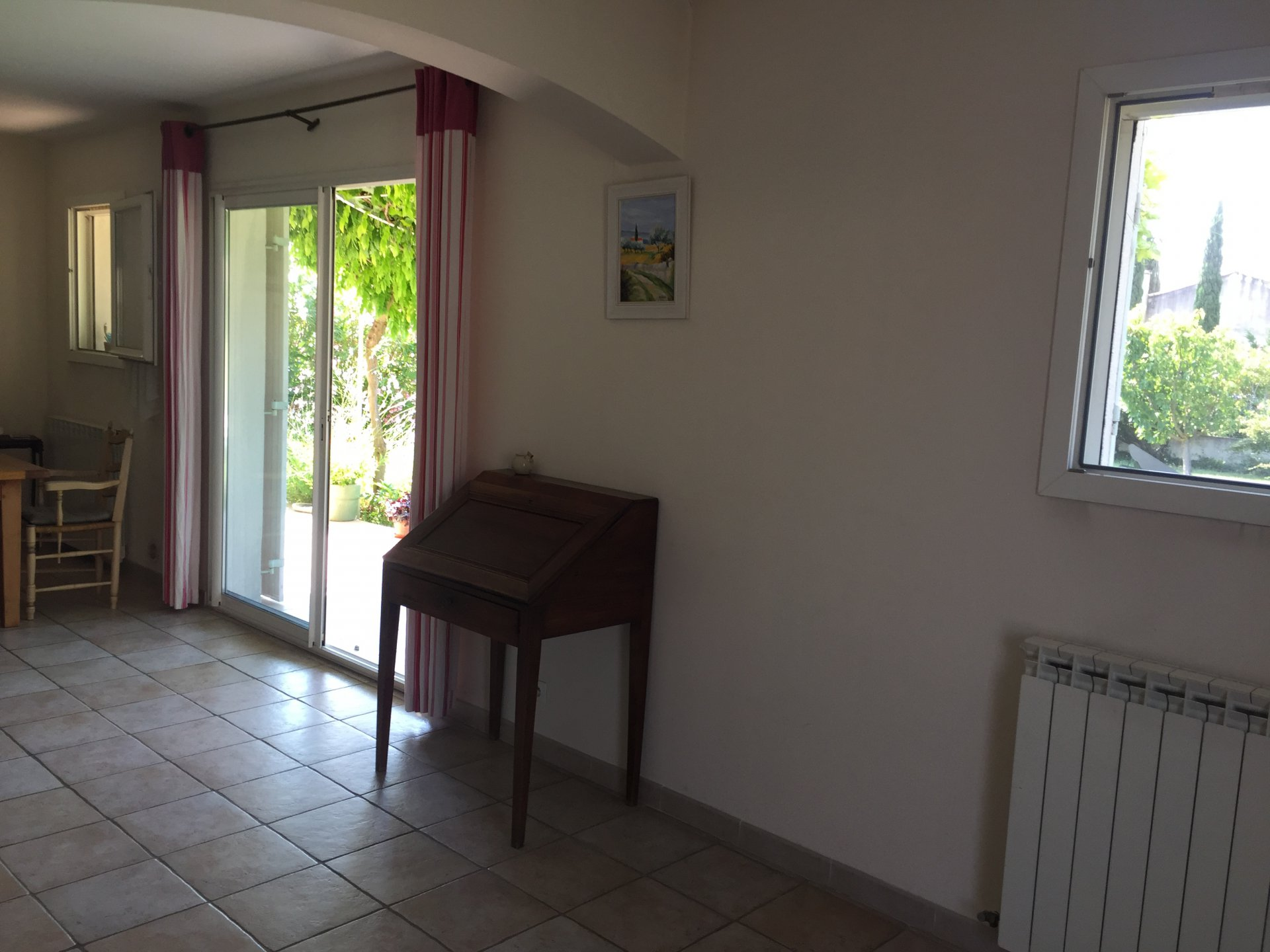 MOLLEGES: House with stunning views of the Alpilles, in a quiet environment, close co