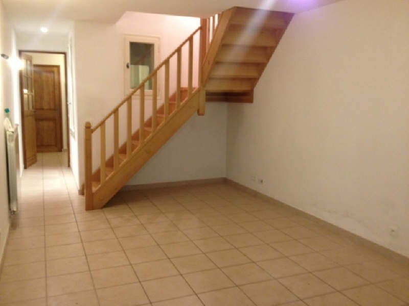 Pleasant village house of 3a type, comprising 2 bedrooms, office, living room, kitchen, ..