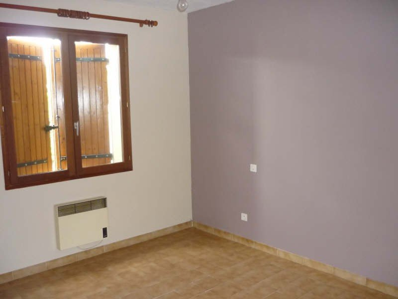 Nice single storey villa, close to the village center, comprising 2 bedrooms, a living / dining room
