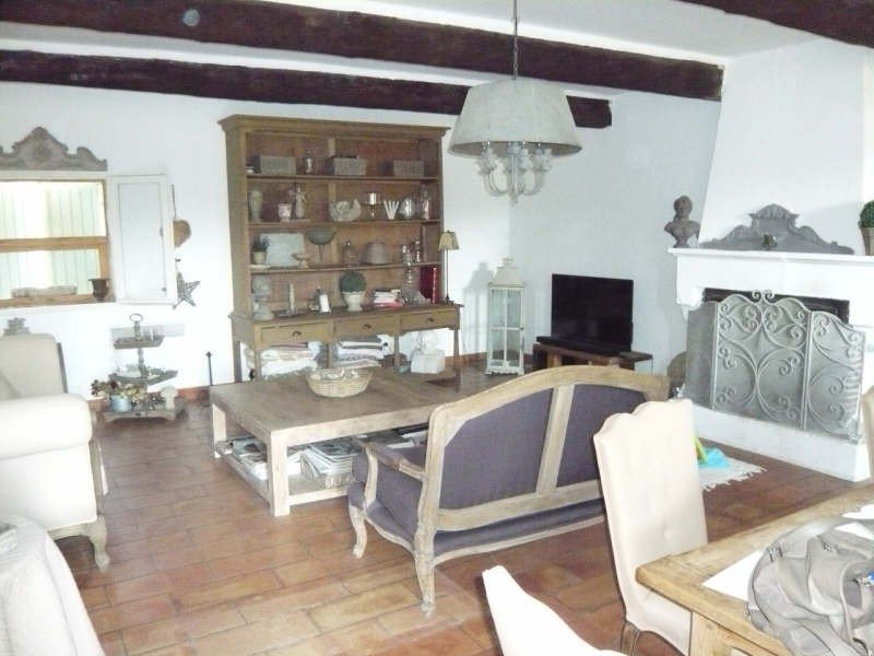 Mas adjoining the countryside of type 4 with 3 bedrooms, living / dining room with fireplace, kitche